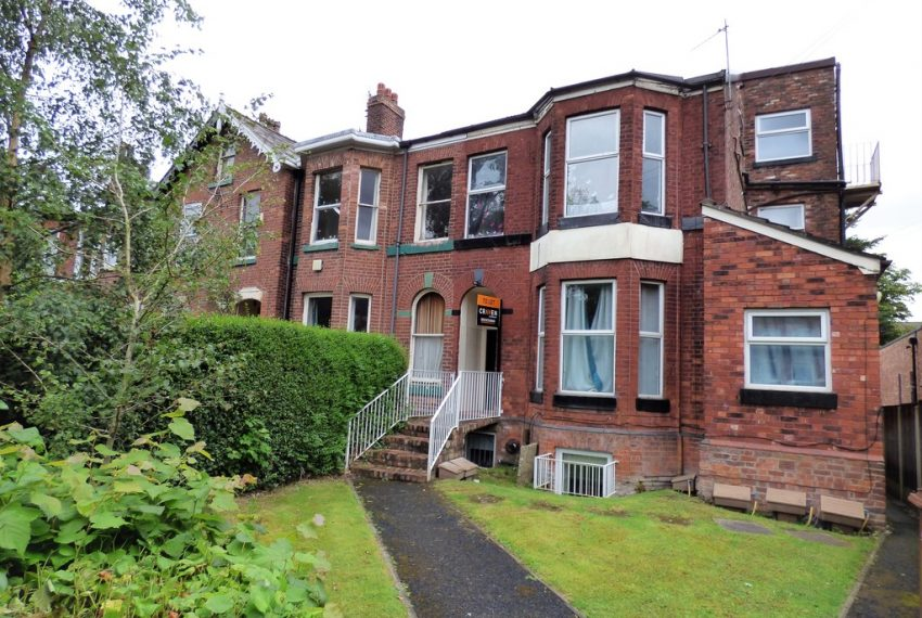 2nd floor flat in Stockport