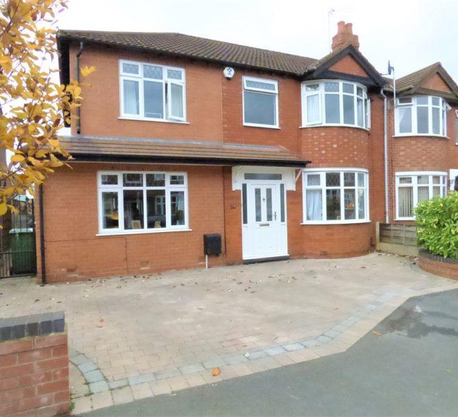 Semi-Detached House in Sale